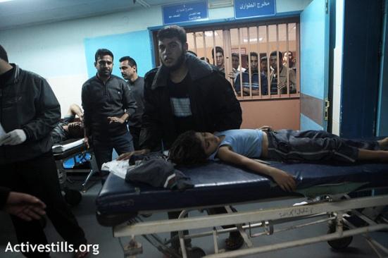 A child in the intensive care unit at the Al Shifa hospital, Gaza city, November 14, 2012. (Photo: Anne Paq/Activestills)