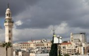 dec-14-2012-bethlehem-bethlehem-municipality-crews-continue-their-work-in-decorating-the-christmas-tree-in-manger-square-photo-by-ahmed-mazhar-2