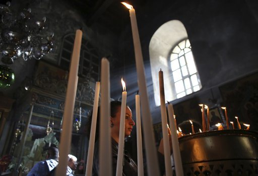 A Palestinian worshipper lights a candle in the Church of the Nativity in the West Bank town of Bethlehem December 16, 2012. REUTERS/Ammar Awad