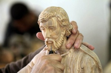 dec-19-2012-carvers-create-religious-figures-in-olive-wood-for-christmas-e28093-bethlehem-photo-by-ahmed-mazhar-33_31_18_19_12_20121