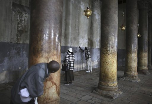 Worshippers pray in the Church of the Nativity, the site revered as the birthplace of Jesus, ahead of Christmas in the West Bank town of Bethlehem December 21, 2012. REUTERS/Ammar Awad