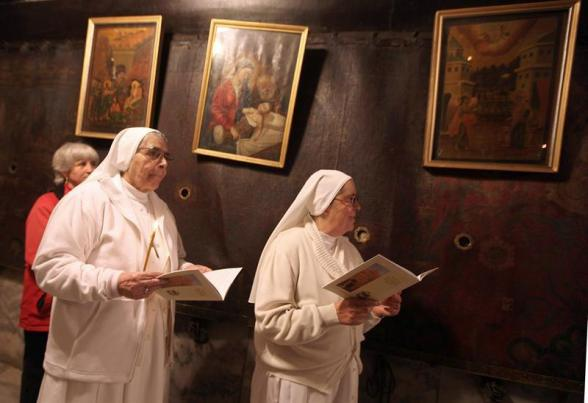 Bethlehem (-), 22/12/2012.- Christian nuns in the 'Grotto', or cave, in the Church of the Nativity, the traditionally accepted place where the Virgin Mary gave birth to Jesus Christ, during a short service and prayer in the West Bank town of Bethlehem, as tourists and pilgrims flock to the ancient church in the lead up to Christmas festivities, 22 December 2012. EFE/EPA/ABED HASHLAMOUN