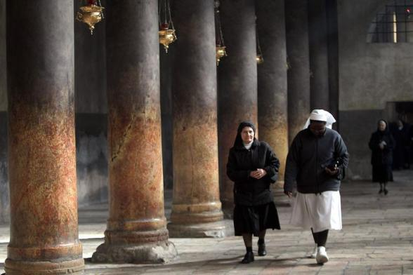 Bethlehem (-), 23/12/2012.- Nuns passing the large marble columns in the central nave of the Church of the Nativity, where Christians believe the Virgin Mary gave birth to Jesus Christ, in the West Bank town of Bethlehem, 23 December 2012. EFE/EPA/ABED HASHLAMOUN