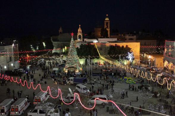 Bethlehem (-), 23/12/2012.- View of the Christmas tree in Manger Square with the Church of the Nativity (behind, R), where Christians believe the Virgin Mary gave birth to Jesus Christ, in the West Bank town of Bethlehem, 23 December 2012. EFE/EPA/ABED HASHLAMOUN