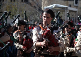 dec-24-2012-bethlehem-scouts-enter-manger-square-in-preparation-for-the-reception-of-the-patriarch-to-celebrate-christmas-photo-by-eyad-jadallah-wafa2