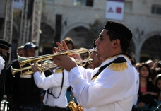 dec-24-2012-bethlehem-scouts-enter-manger-square-in-preparation-for-the-reception-of-the-patriarch-to-celebrate-christmas-photo-by-eyad-jadallah-wafa4