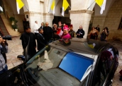 latin-patriarch-fouad-twal-going-to-bethlehem-as-christmas-celebrations-begin-photo-by-afif-emera-2