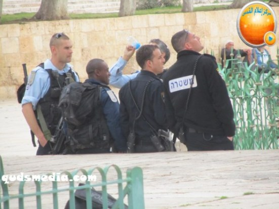 febr-5-2013-moshe-feigling-and-settlers-desecrate-al-aqsa-mosque-photo-by-qudsmedia-25