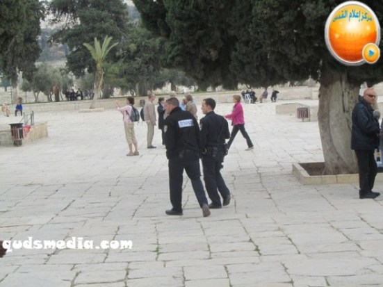 febr-5-2013-moshe-feigling-and-settlers-desecrate-al-aqsa-mosque-photo-by-qudsmedia-26