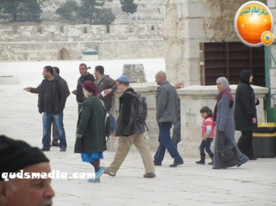 Febr 5 2013 Moshe feigling and settlers desecrate al-Aqsa Mosque – Photo by QudsMedia
