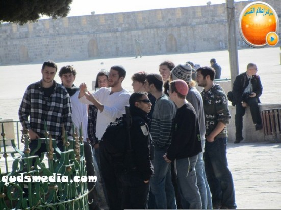 febr-7-2013-settlers-and-armed-forces-desecrate-al-aqsa-mosque-photo-by-qudsmedia-20