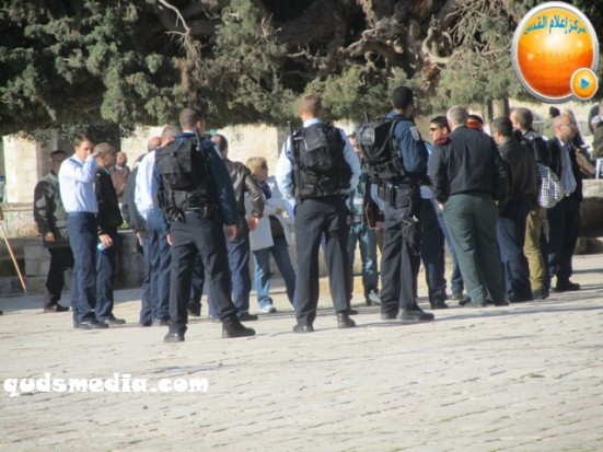 febr-7-2013-settlers-and-armed-forces-desecrate-al-aqsa-mosque-photo-by-qudsmedia-23