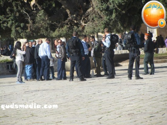 febr-7-2013-settlers-and-armed-forces-desecrate-al-aqsa-mosque-photo-by-qudsmedia-30