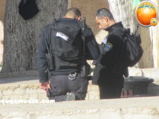 febr-7-2013-settlers-and-armed-forces-desecrate-al-aqsa-mosque-photo-by-qudsmedia-39