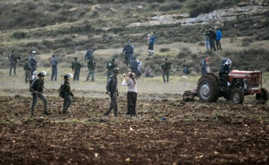 jan-2-2013-settler-attack-farmers-jaloud-4