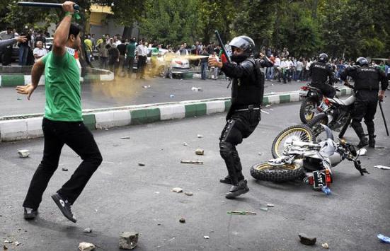 police-clash_1423750i