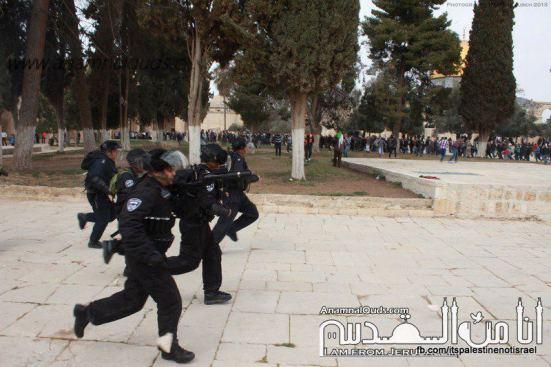 Israeli occupation forces storm Al-Aqsa compound_March_8_2013_25