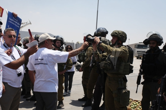 july-17-2013-ramallah-israeli-occupation-forces-suppressed-palestinian-journalists-in-front-of-the-qalandiya-checkpoint_01