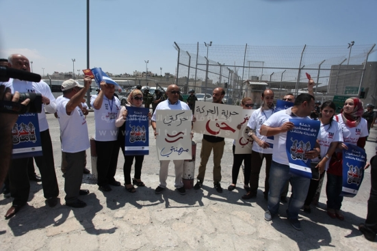 july-17-2013-ramallah-israeli-occupation-forces-suppressed-palestinian-journalists-in-front-of-the-qalandiya-checkpoint_03