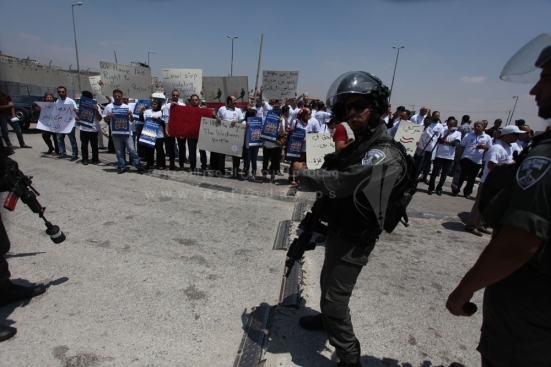 july-17-2013-ramallah-israeli-occupation-forces-suppressed-palestinian-journalists-in-front-of-the-qalandiya-checkpoint_05