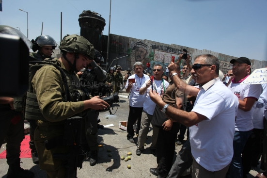 july-17-2013-ramallah-israeli-occupation-forces-suppressed-palestinian-journalists-in-front-of-the-qalandiya-checkpoint_08