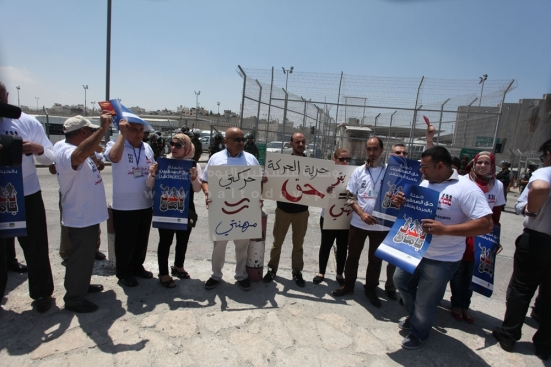july-17-2013-ramallah-israeli-occupation-forces-suppressed-palestinian-journalists-in-front-of-the-qalandiya-checkpoint_11