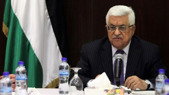 Palestinian president Mahmud Abbas (C) chairs the first meeting of the new government along with prime minister, Rami Hamdallah (L),  in the West Bank city of Ramallah on June 6, 2013. The 24-member cabinet included some changes, notably the appointment of two deputy premiers and a new finance minister, but remains largely unchanged from its predecessor. AFP PHOTO/ABBAS MOMANI