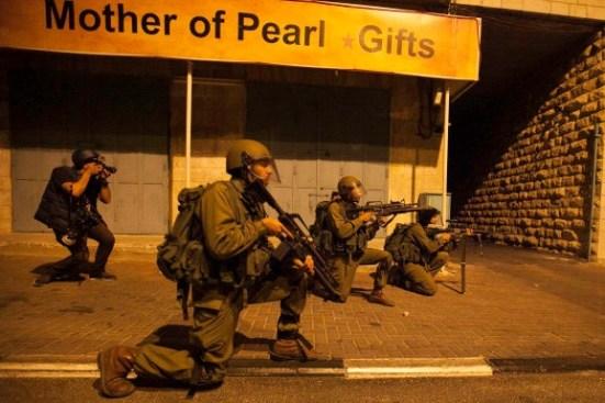 activists-protest-palestinian-bethlehem-photos-14