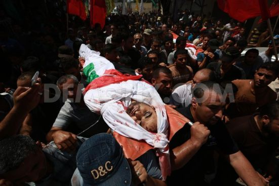 1405005390-the-funeral-of-members-of-hamad-family-in-the-town-of-beit-hanoun_5209189