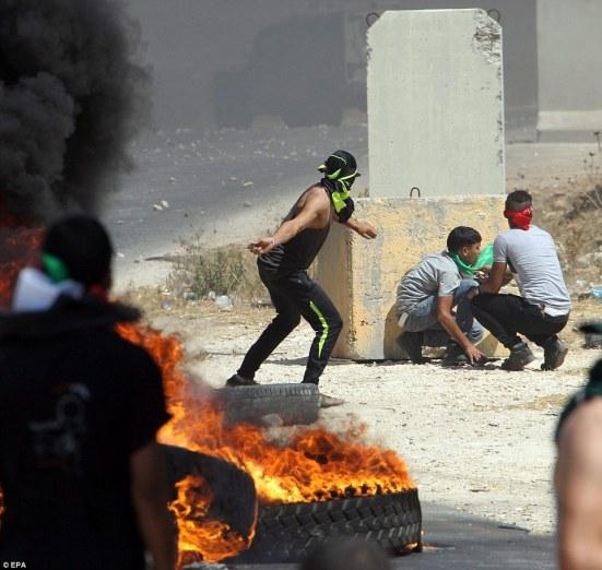 1407520387483_wps_3_epa04346070_Palestinian_p