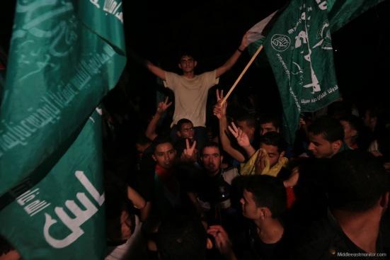 2014-08-27_Gazans-Celebrate-Ceasefire-012