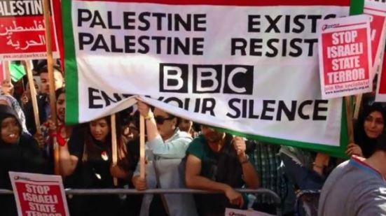 373911_BBC-protest-Gaza