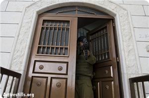 images_news_2014_08_23_soldier-door-as_300_0