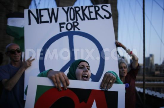 pro-palestinian-protest-on-the-brooklyn-bridge-in-new-york-city_5567851