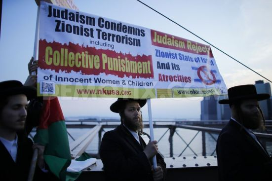 pro-palestinian-protest-on-the-brooklyn-bridge-in-new-york-city_5567863