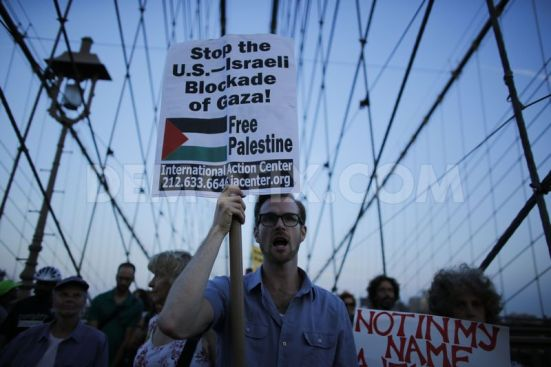 pro-palestinian-protest-on-the-brooklyn-bridge-in-new-york-city_5567872