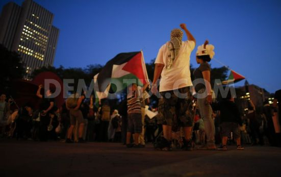 pro-palestinian-protest-on-the-brooklyn-bridge-in-new-york-city_5567882